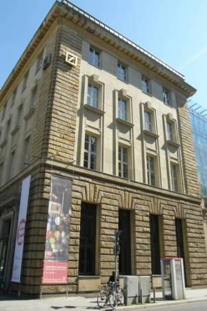 deutsche guggenheim berlin mitte eutsche bank museum gedenkst tte. Black Bedroom Furniture Sets. Home Design Ideas