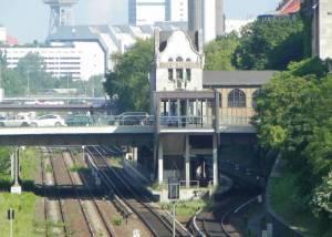 S-Bahnhof Hohenzollerndamm (2014) S-Bahnhof Hohenzollerndamm, Berlin-Wilmersdorf, Deutsche Rentenversicherung, Horst-Dohm-Eisstadion, Sommerbad Wilmersdorf