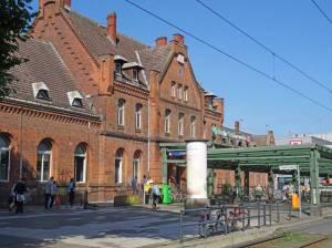 S-Bahnhof Schöneweide (2016) S-Bahnhof Schöneweide, Berlin-Niederschöneweide, Einkaufszentrum, Königsheide, Zwangsarbeiterlager, Spree