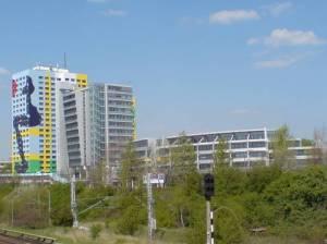 """S- Bahnbruecke Storkower Str. mit """"Gustavo-Haus"""" und Storkower Bogen S Storkower Straße,"""