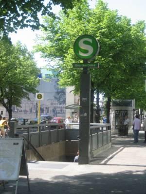 S-Bahnhof Brandenburger Tor (2008) S-Bahnhof Brandenburger Tor, Berlin-Mitte, Pariser Platz, Unter den Linden, Brandenburger Tor, Reichstag