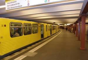 Bahnsteig Richtung Ruhleben (über Potsdamer Platz und West-City) U-Bahnhof Alexanderplatz (U 2), Berlin-Mitte