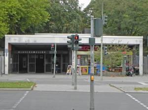 U-Bahnhof Blaschkoallee (2014) U-Bahnhof Blaschkoallee, Berlin-Britz, Hufeisensiedlung, Park am Buschkrug, Murugan Tempel, Bürgeramt