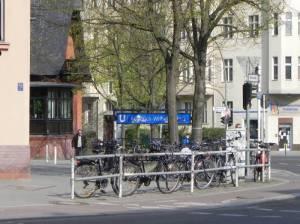 U-Bahnhof Friedrich-Wilhelm-Platz (2013) U-Bahnhof Friedrich-Wilhelm-Platz, Friedenau, Kirche zum Guten Hirten