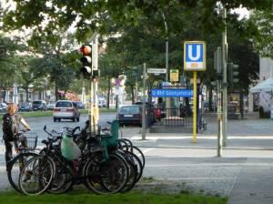 U-Bahnhof Güntzelstraße (2011) U-Bahnhof Güntzelstraße, ADAC, Bundesallee