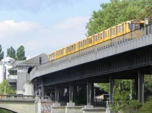 U-Bahnhof Hallesches Tor (2014) U-Bahnhof Hallesches Tor, Berlin-Kreuzberg, Landwehrkanal, Jüdisches Museum, Willy-Brandt-Haus