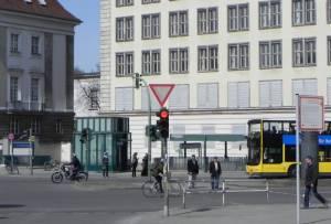 U-Bahnhof Kleistpark (2013) U-Bahnhof Kleistpark, Berlin-Schöneberg, Haus am Kleistpark, Heinrich-von-Kleist-Park, Kammergericht