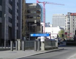 U-Bahnhof Mohrenstraße, Eingang Zietenplatz (2012) U-Bahnhof Mohrenstraße, Berlin-Mitte, Georg-Elser-Denkmal, Zietenplatz