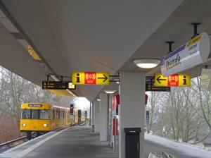 U-Bahnhof Otisstraße (2017) U-Bahnhof Otisstraße, Berlin-Reinickendorf, Flughafensee, Waldgebiet Jungfernheide, Otiswerke