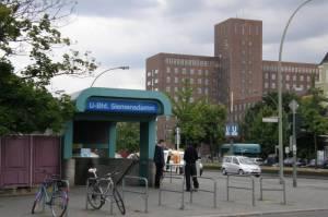 U-Bahnhof Siemensdamm, mit Wernerwerk (2010) U-Bahn Siemensdamm, Berlin-Siemensstadt, Volkspark Jungfernheide, Werkssiedlungen von Siemens