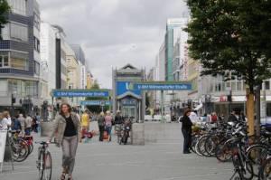 U-Bahnhof Wilmersdorfer Straße (2010) U-Bahnhof Wilmersdorfer Straße, Berlin-Charlottenburg, Karl-August-Platz, Goethepark