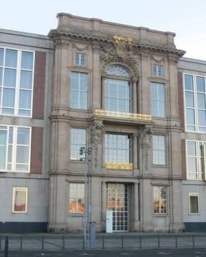 Staatsratsgebäude, European School of Management and Technology