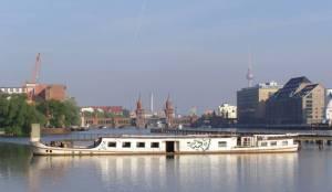 Osthafen (2009) Osthafen, Berliin-Friedrichshain, Molekule-Man, Eierspeicher, Oberbaumbrücke, Spree, Badeschiff