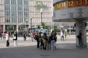 Weltzeituhr (2009) Alexanderplatz, Berlin-Mitte, Shopping, Weltzeituhr, Brunnen der Völkerfreundschaft