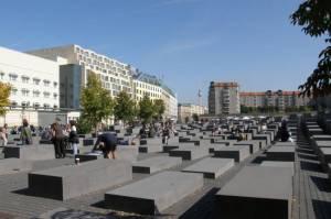 Behrenstraße, Berlin-Mitte, Holocaust-Mahnmal, Komische Oper