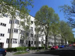 Bergstraße (2011) Bergstraße, Berlin-Stegltz, Stadtbad, Lukaskirche, Friedhof Steglitz, Friedrichsruher Platz