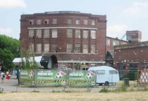 Eichenstraße, Arena (2010) Eichenstraße, Berlin-Alt-Treptow, Arena, Badeschiff, Spree