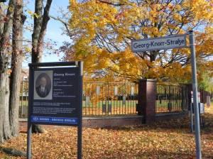 Georg-Knorr-Straße (2012) Georg-Knorr-Straße, Berlin-Marzahn, Knorr-Gewerbepark, Parkfriedhof Marzahn