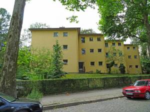 Hanstedter Weg (2016) Hanstedter Weg, Berlin-Steglitz, Kirche St. Johannes Evangelist, Grundschule am Insulaner, Jochen-Klepper-Park, Haus der Musik Steglitz