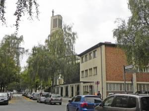 Herschelstraße und Gustav-Adolf-Kirche (2014) Herschelstraße, Berlin-Charlottenburg, Gustav-Adolf-Gemeinde, Landgericht