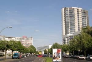 Blick zum Ernst-Reuter-Platz (2010) Otto-Suhr-Allee, Berlin-Charlottenburg, Ernst-Reuter-Platz, Rathaus Charlottenburg