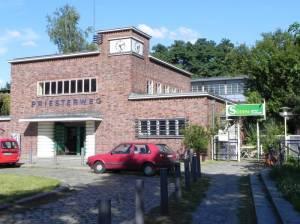 S-Bahnhof Priesterweg, Nordausgang (2011) Priesterweg, Berlin-Schöneberg, Stadtbad Schöneberg, A100, Kleingartenanlagen und Sportstätten