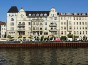 Schiffbauerdamm (2017) Schiffbauerdamm, Berlin-Mitte, Spree, Regierungsbauten, Restaurants, Haus der Bundespressekonferenz