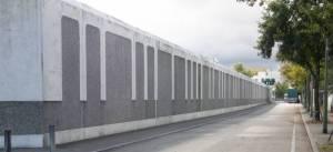 Schwanenfeldstraße, Gefängnismauer (2009) Schwanenfeldstraße, Berlin-Charlottenburg, Justizvollzugsanstalt, Kleingartenanlagen Heckerdamm und Degenhof