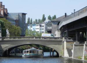 Hallesches-Tor-Brücke, Landwehrkanal, Amerika-Gedenkbibliothek