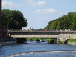 Stubenrauchbrücke (2016) Stubenrauchbrücke, Berlin-Tempelhof, Tempelhofer Hafen, Teltowkanal, Ullsteinhaus