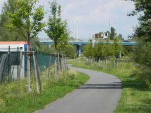 Bitterfelder Brücke, Radweg entlang der S-Bahn (2011) Bitterfelder Brücke, Berlin-Marzahn,