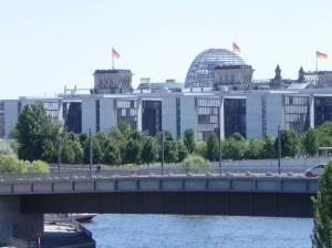 Hugo-Preuß-Brücke und Reichstag (2011) Hugo-Preuß-Brücke, Berlin-Mitte und Berlin-Tiergarten