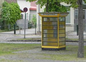 Alt-Lübars, Fernsprecher am Dorfanger (2015) Alt-Lübars, Berlin-Lübars, Alte Dorfkirche, Dorfkrug, Reiterhöfe, Labsaal, Tegeler Fließ