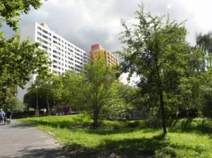 Senftenberger Ring (2013) Senftenberger Ring, Berlin-Märkisches Viertel, Stadtteilpark am Mittelfeldbecken, Fasaneriegraben, Märkische Zeile