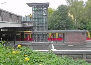 S-Bahnhof Sundgauer Straße (2014) S-Bahnhof Sundgauer Straße, Berlin-Zehlendorf,