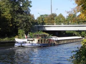 Emil-Schulz-Brücke (2011) Emil-Schulz-Brücke, Berlin-Lichterfelde, Teltowkanal, Treidellok