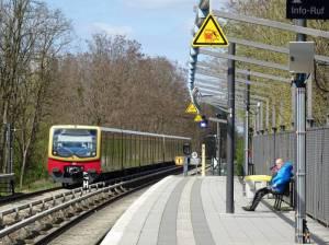 S-Bahnhof Schichauweg (2016) S-Bahnhof Schichauweg, Berlin-Lichtenrade, Freizeitpark Marienfelde, Marienfelder Feldmark