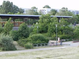 U-Bahnhof Cottbusser Platz (2012) U-Bahnhof Cottbusser Platz, Regine-Hildebrandt-Park, Jelena-Šantić-Friedenspark, Museumswohnung