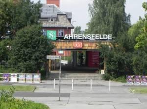 S-Bahnhof Ahrensfelde (2012) S-Bahnhof Ahrensfelde, Berlin-Marzahn, Kletterfelsen, Eichepark, Landschaftspark Wuhletal