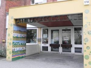 St. Hildegard-Schule (2011) St.-Hildegard-Schule, Berlin-Marienfelde, Kirche Vom Guten Hirten