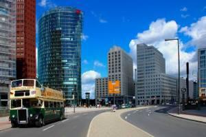 Der Platz mit dem Beisheim-Center im Hintergrund. Potsdamer Platz, Berlin-Tiergarten, Vom Todesstreifen zum Neuen Berlin