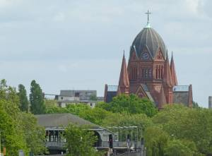 Heilig-Kreuz Kirche 2020 Heilig-Kreuz-Kirche, Berlin-Kreuzberg, Hook-Orgel, Landwehrkanal, Friedhöfe am Halleschen Tor