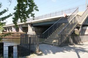 Aufstieg zur Jungfernheidebrücke (2009) Eisenbahnbrücke Jungfernheide, Charlottenburg, Spree, Schlosspark Charlottenburg