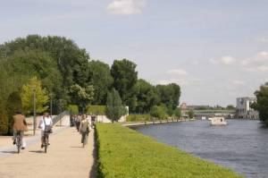 Magnus-Hirschfeld-Ufer (2010) Moabiter Werder, Spreepromenade im Regierungsviertel