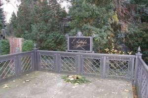 Friedhof der Dorotheenstädtischen Gemeinde, Grab von Ernst Litfaß (2008) Friedhof der Dorotheenstädtischen und Friedrichswerderschen Gemeinde, Friedhof I der französisch-reformierten Gemeinde