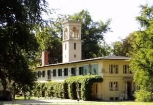 Schloss Glienicke (2009) Mauerweg, Etappe 1, von der Glienicker Brücke zum S-Bahnhof Teltow-Stadt