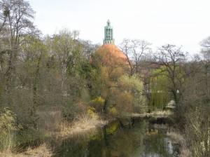 Mit der Kirche auf dem Tempelhofer Feld (2011) Kynastteich, Berlin-Tempelhof, Parkring