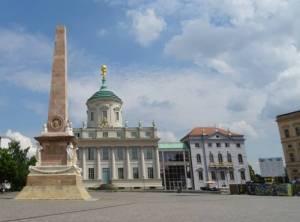Alter Markt, Potsdam-Museum und Obelisk (2016) Alter Markt, Potsdam, Brandenburgischer Landtag, Potsdam-Museum, Nikolaikirche, Obelisk