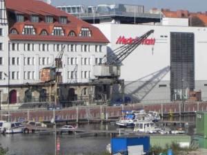Tempelhofer Hafen (2011) Tempelhofer Hafen, Berlin-Tempelhof, Einkaufszentrum, Hafenanlage, Strandbar, Liegewiese