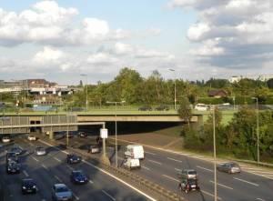Hermann-Ganswindt-Brücke, Stadtbad Schöneberg, A100, Kleingartenanlagen und Sportstätten